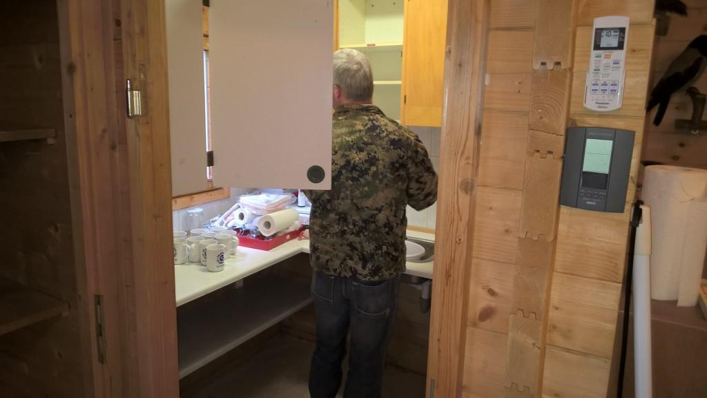 Hovmesteren sørgede for rengøring i alle hjørner af køkkenet